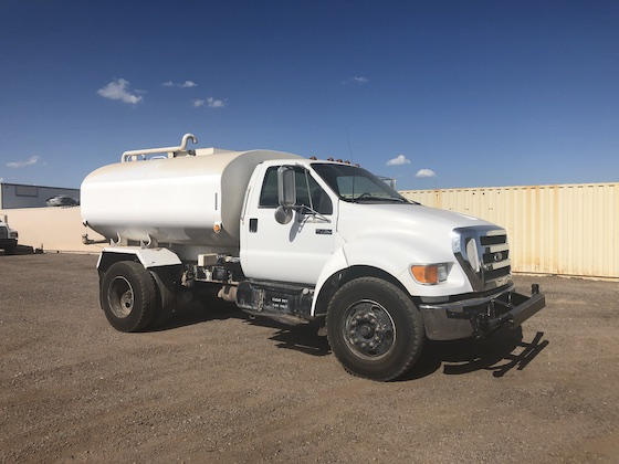 2005 Ford F750 2,000 Gallon Water Truck