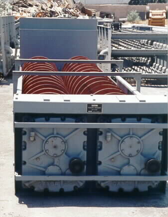 Front view of the gearbox and spirals Gator Twin 36 x 25 Fine Material Washer.