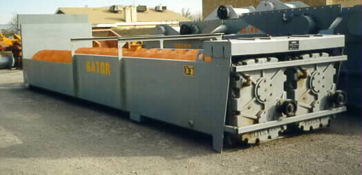 Gator Twin 36 x 25 Fine Material Washer right side view.