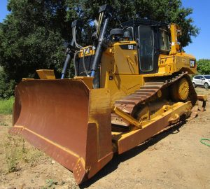 2017 CAT D6T XL. Front driver side view.