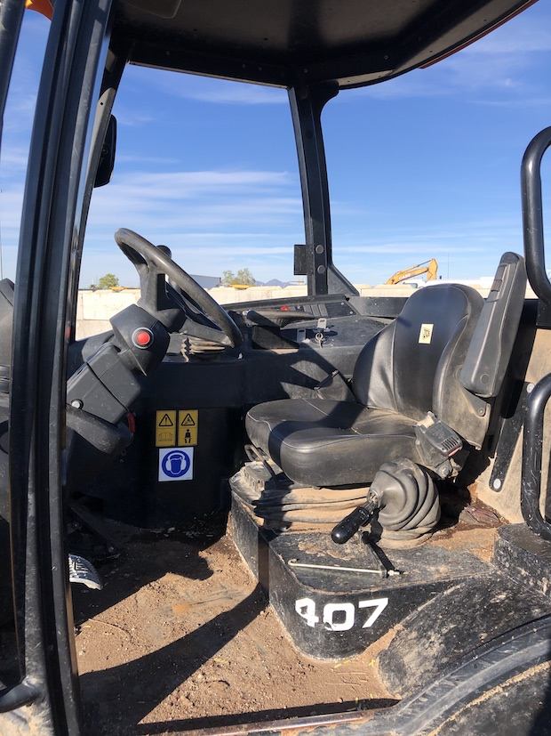 2015 JCB 407 Wheel Loader seat and cab.