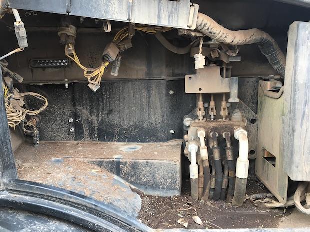 2015 JCB 407 Wheel Loader control valves.