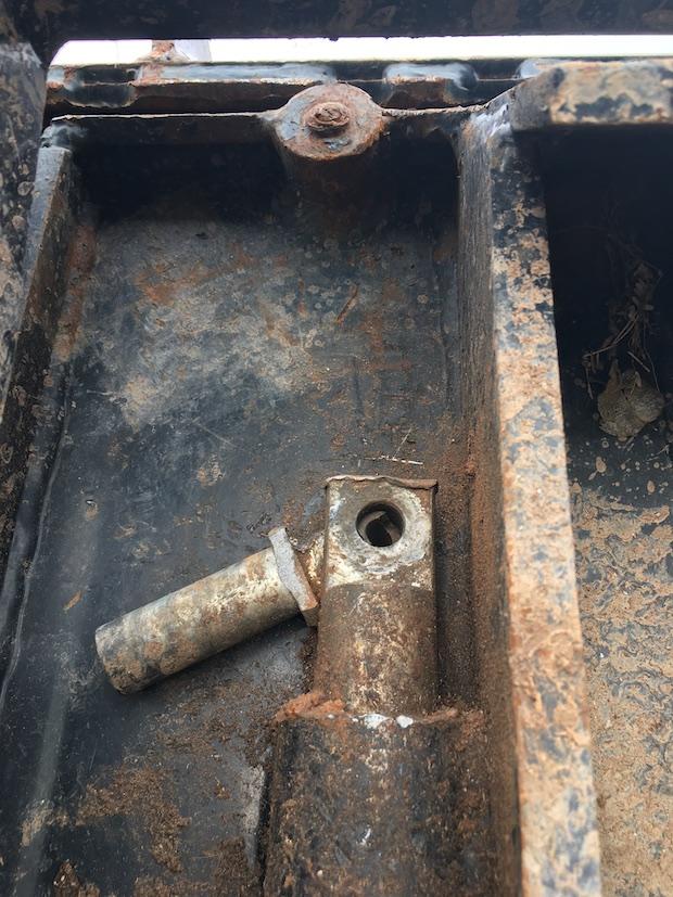 2015 JCB 407 Wheel Loader bucket locking pins.
