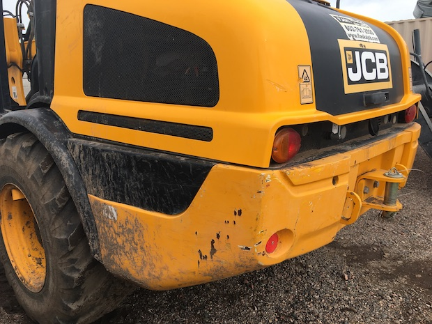 2015 JCB 407 Wheel Loader driver side rear paint scratches.