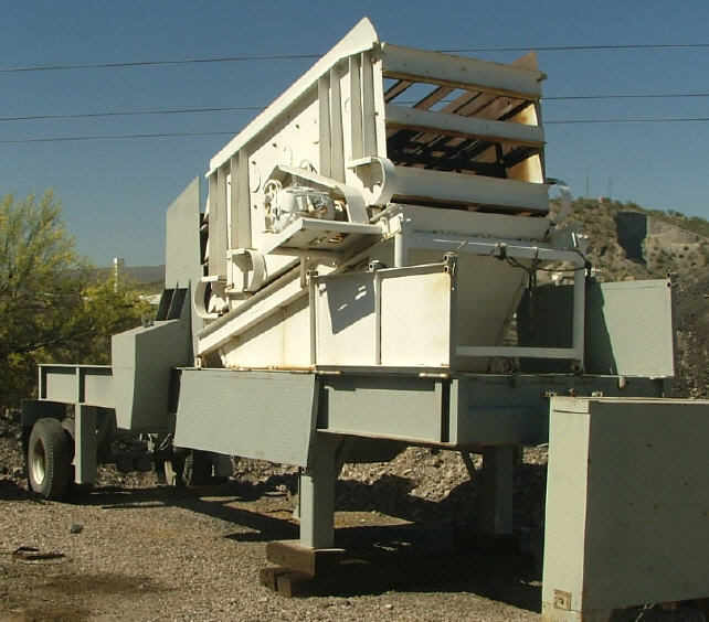 Kolberg Portable 5x10 3-Deck Incline Screen. Front right side view.