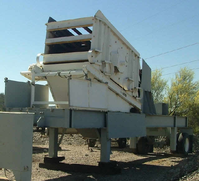 Kolberg Portable 5x10 3-Deck Incline Screen. Front left side view.