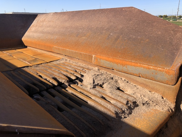 2006 Komatsu BR380JG. Track Mounted Jaw Crusher. Vibrating Grizzly Feeder bars, and hopper.
