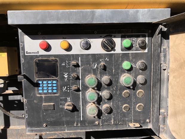 2006 Komatsu BR380JG. Track Mounted Jaw Crusher. Control panel.