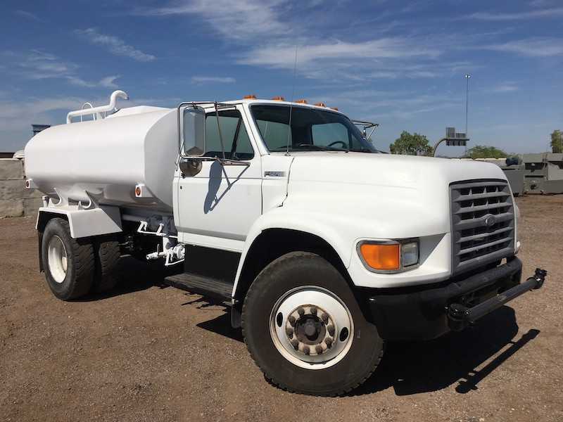 1999 Ford F800 Water Truck. Front passenger side.