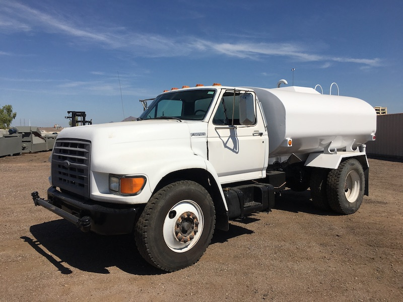 1999 Ford F800 Water Truck. Front driver side.