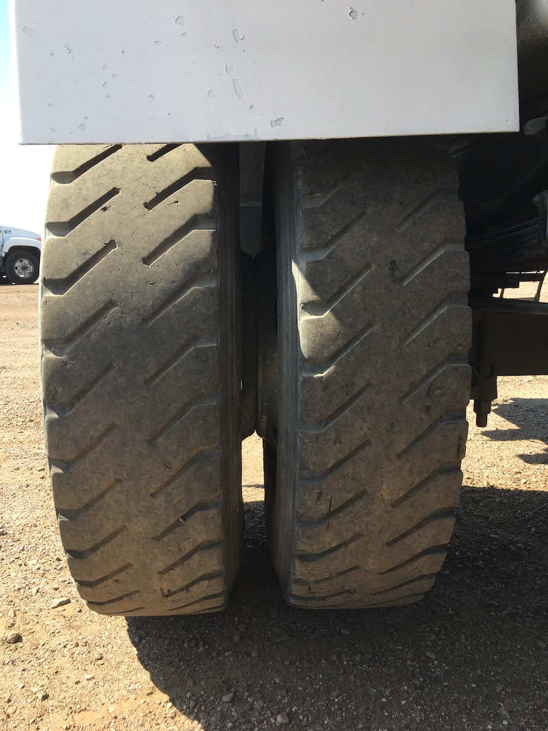 1999 Ford F800 Water Truck. Passenger side rear tires.