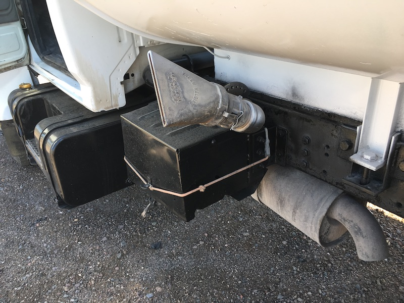 1999 Ford F800 Water Truck. Battery box.