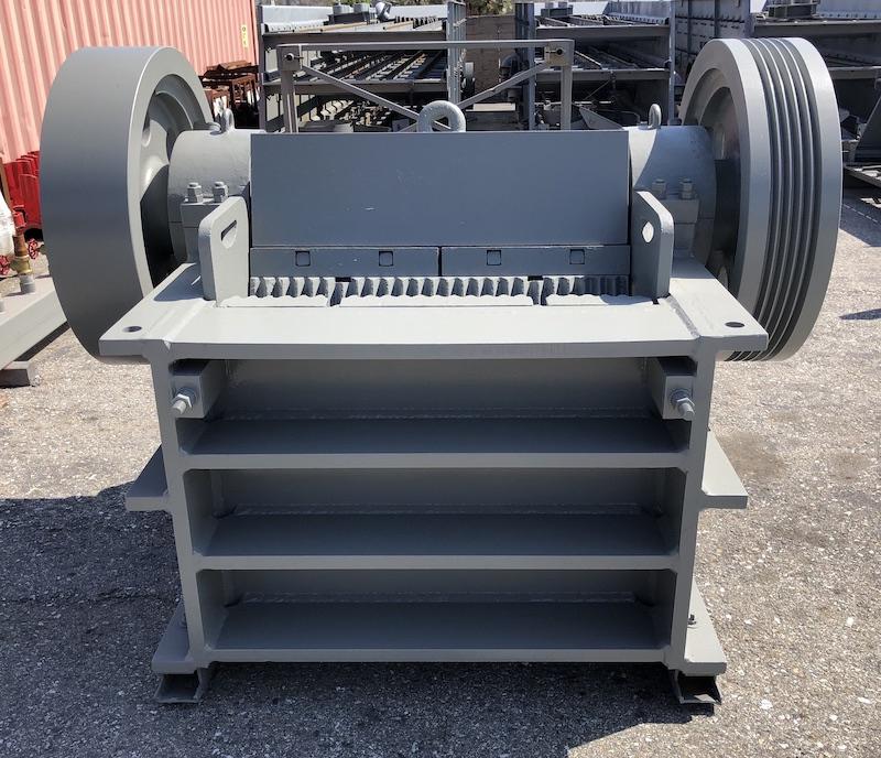 Front center view of Gator 10x39 Jaw Crusher PEX1039.