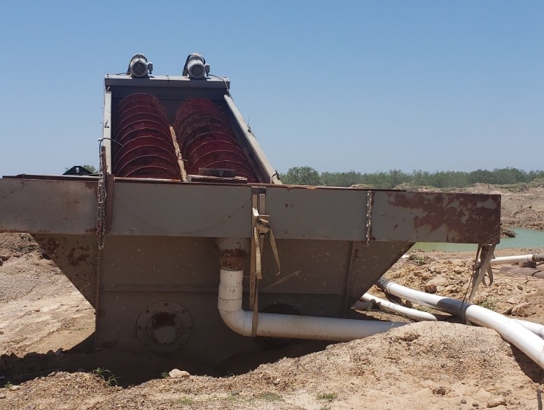 2007 Gator Twin 44x32 Fine Material Washer. View of feed end looking towards discharge end.