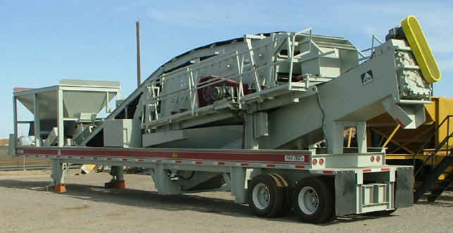 Fab Tec Pro Wash Master 5x16 Portable Wash Plant. Rear left view of portable wash plant. No hydraulic grizzly option.