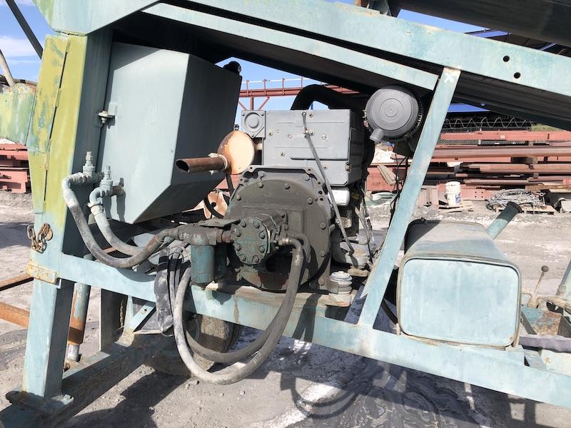 Powerscreen MK II. Diesel engine and main hydraulic pump.