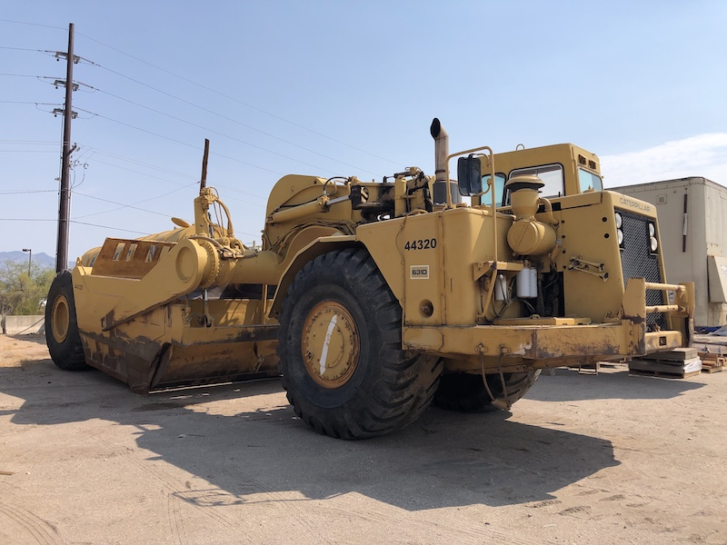 1977 CAT 631D Scraper. Front right side view.