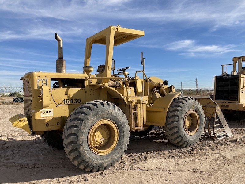 1974 CAT 950A Wheel Loader. Rear right view.