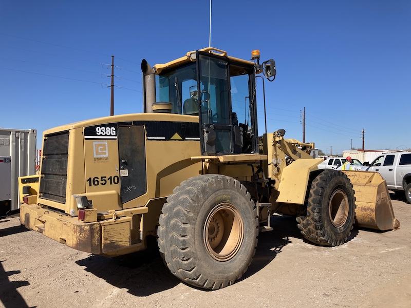 1997 CAT 938G rear right view