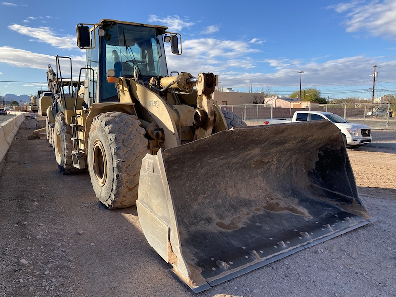 2000 Cat 950G Wheel Loader. Front right view.