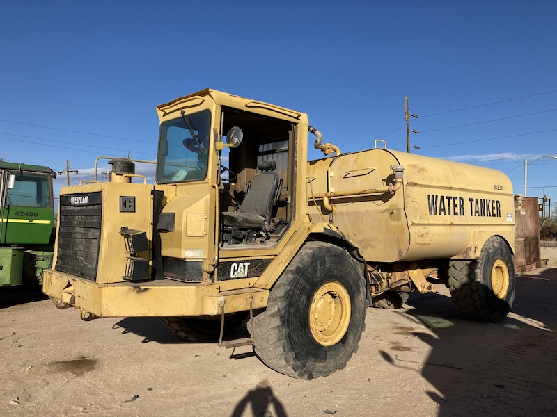1989 CAT D25C 5,000 Gallon Water Wagon