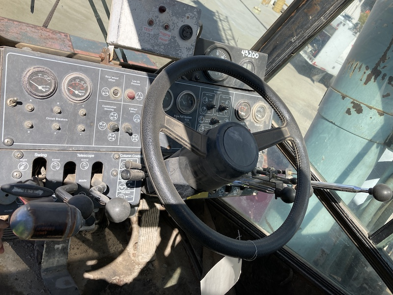 1990 Link Belt HSP-8050  Rough Terrain Crane. Operator cabin.
