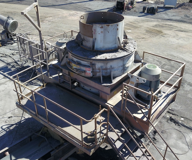 REMco 9000 SandMax Vertical Shaft Impact Crusher. Overview of VSI crusher from front right.