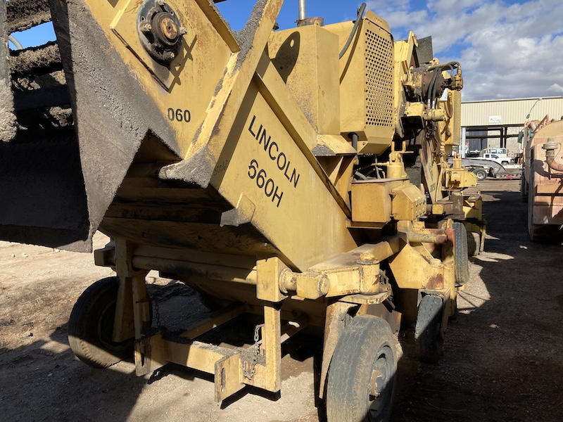 1996 Lincoln 660H Windrow Elevator.